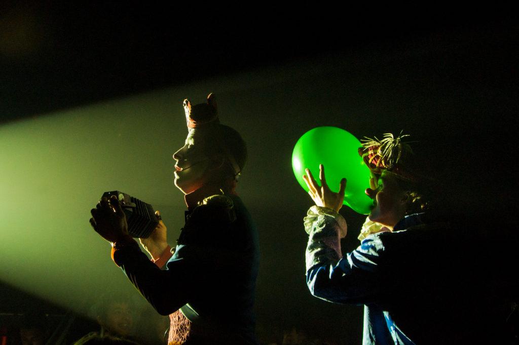 Circo, fiesta de la cerveza y atracciones - Los payaso de Il Circo Italiano en plena actuación
