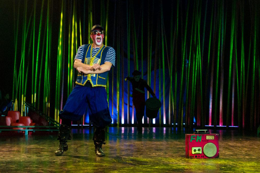 Circo, fiesta de la cerveza y atracciones -Payaso de Il Circo Italiano en plena actuación