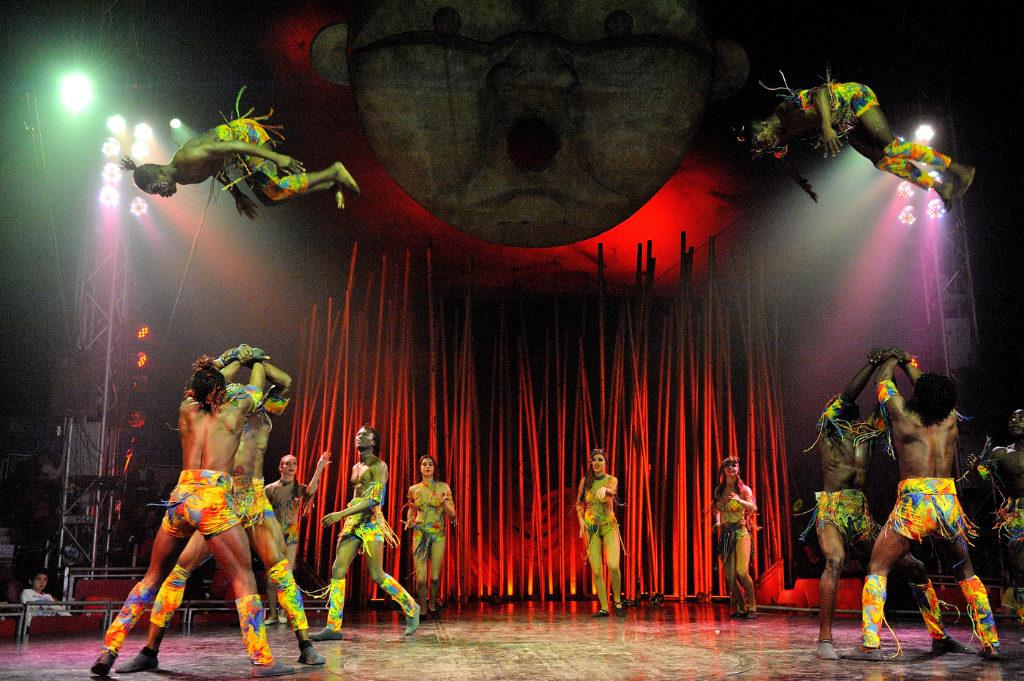Circo, fiesta de la cerveza y atracciones -Show de Sueños de Il Circo Italiano en plena actuación
