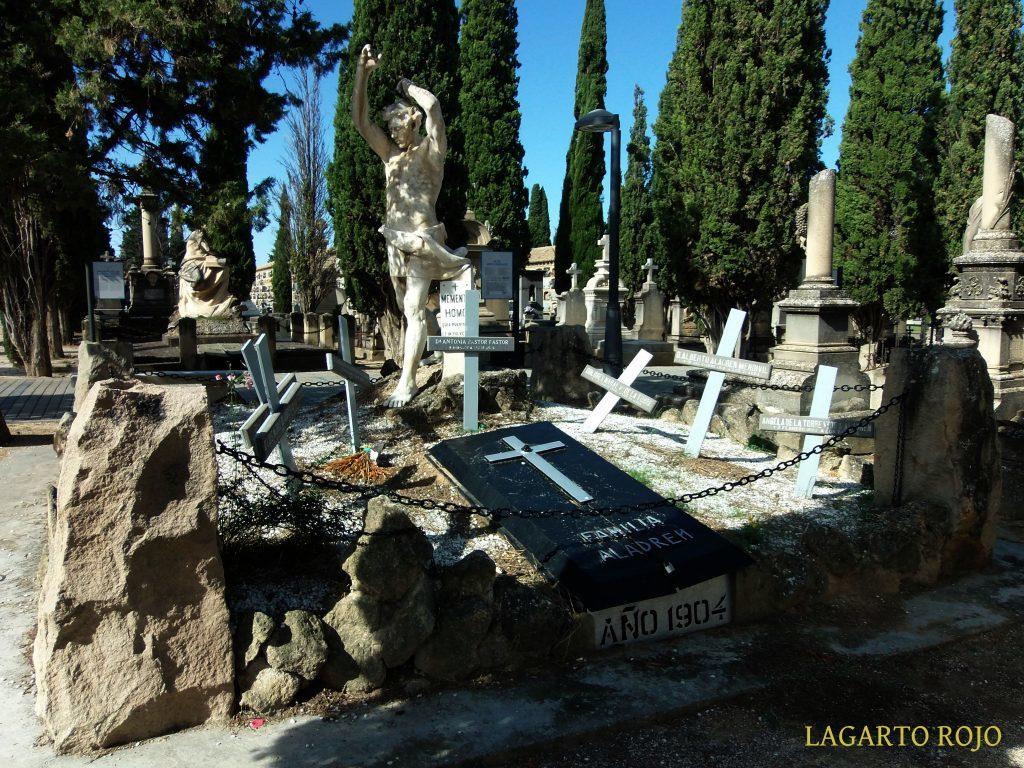 4 Planes para hacer durante Halloween en Zaragoza - Foto de Lagarto Rojo - Visitas teatralizadas en el Cementerio de Torrero puede hacer que tu Halloween en Zaragoza sea diferente