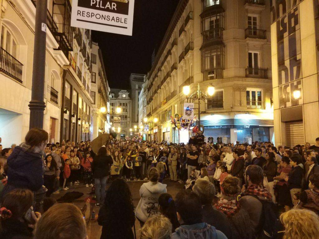 Planes con buen ambiente - Foto de Juan Turmo (@turmoman) - En la Calle Alfonso en una de las muchas actuaciones callejeras que hacen las delicias de todos, mayores y pequeños