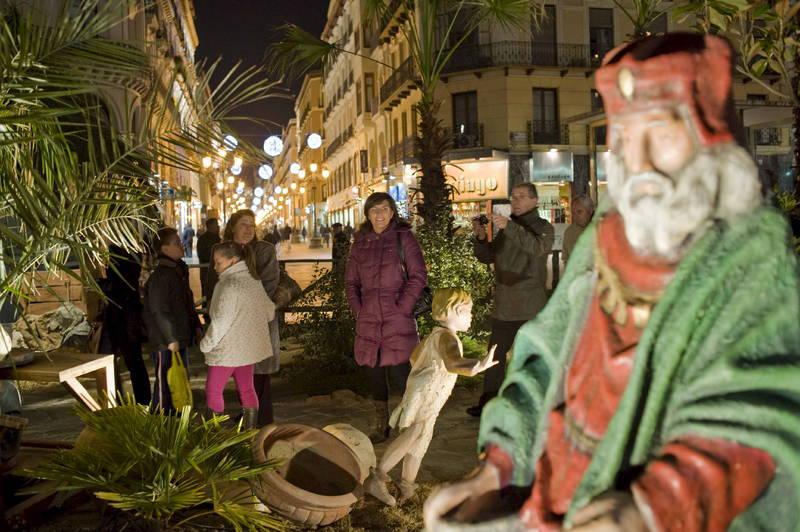 Muestra de Navidad en la Plaza del Pilar - Foto de Heraldo de Aragón - Belén gigante que recrea el nacimiento de Jesús en el centro de la Plaza del Pilar de Zaragoza