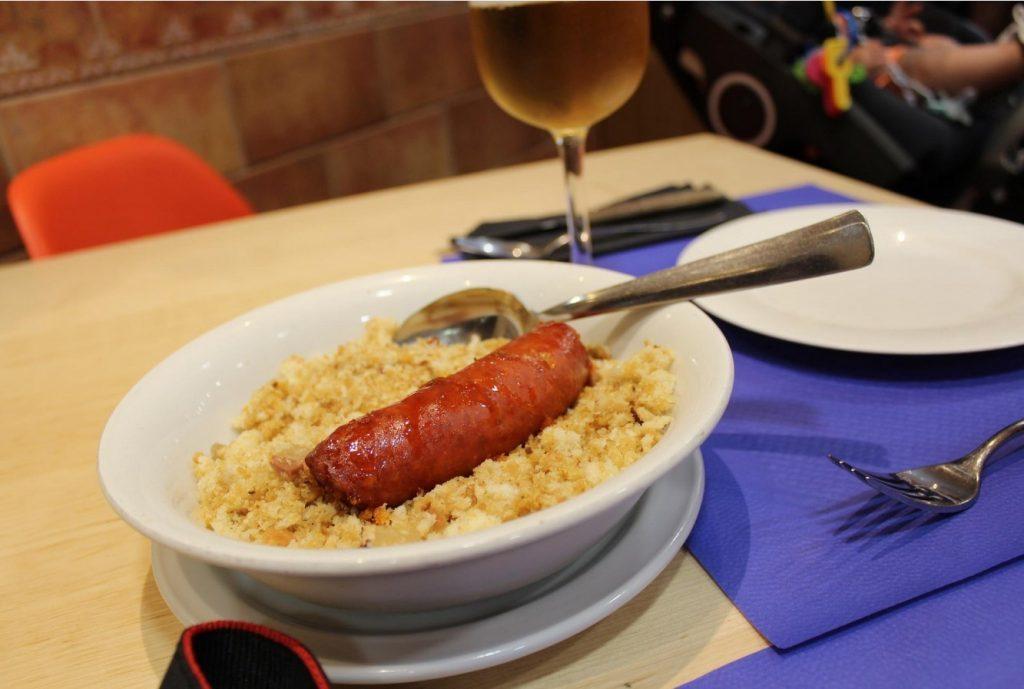 Platos típicos de Zaragoza - Migas con chorizo, típicas de los pastores aragoneses para aguantar la jornada