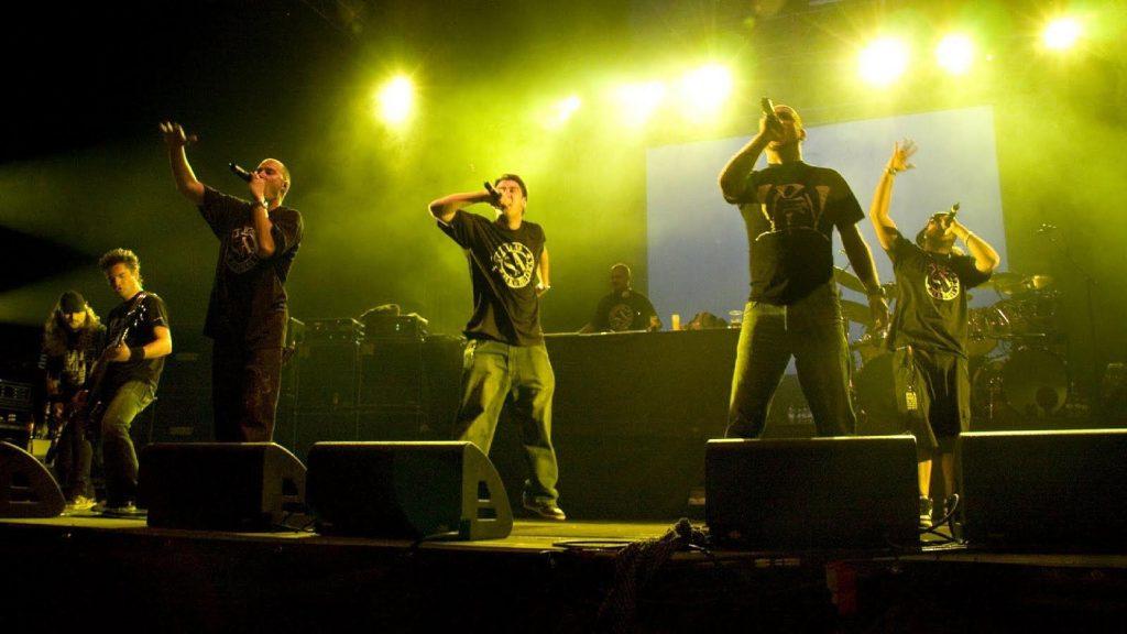 Kase O - Violadores del Verso en uno de sus conciertos con Lírico, Hate, R de Rumba y Kase O en el escenario con Sociedad Alcohólica (SA)