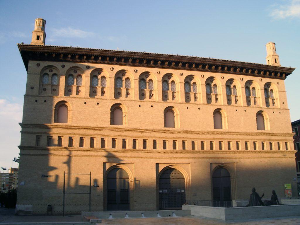 Monumentos en Zaragoza - Fachada de la Lonja vista desde la Plaza del Pilar