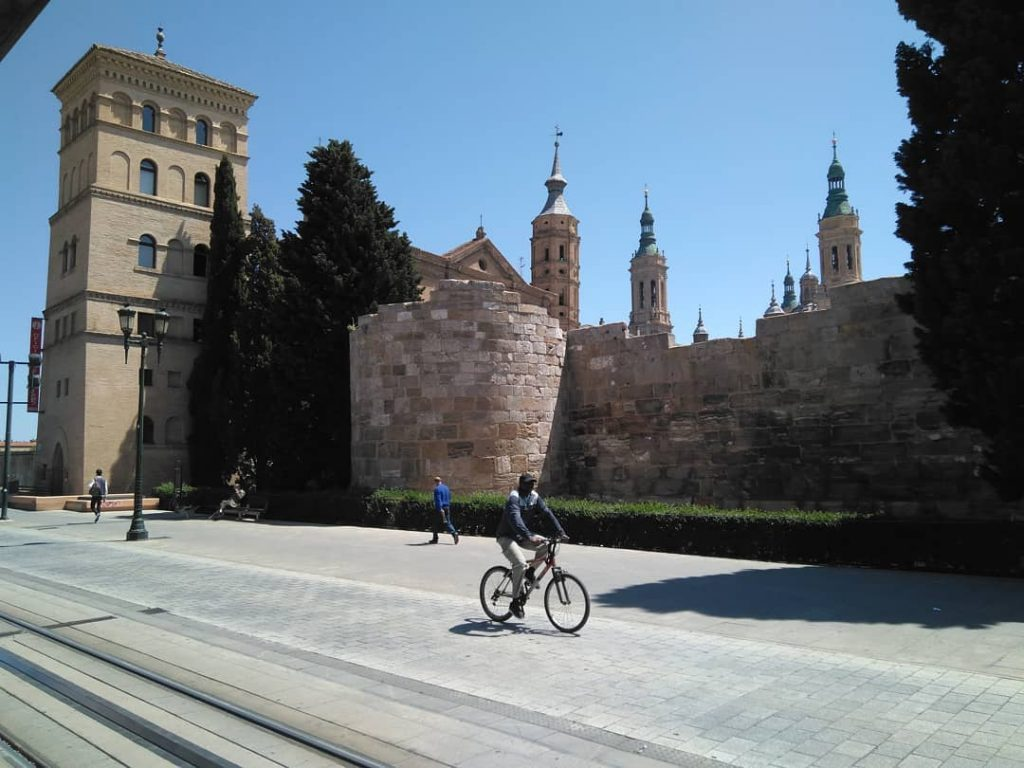 Monumentos en Zaragoza - Restos de las murallas romanas al lado del Mercado Central y el río Ebro