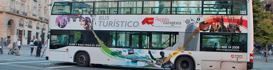 Moverte en autobús por Zaragoza - Foto de Ayuntamiento de Zaragoza - El bus turístico diurno pasando por Plaza España en su ruta hacia los sitios más importantes de la ciudad de Zaragoza