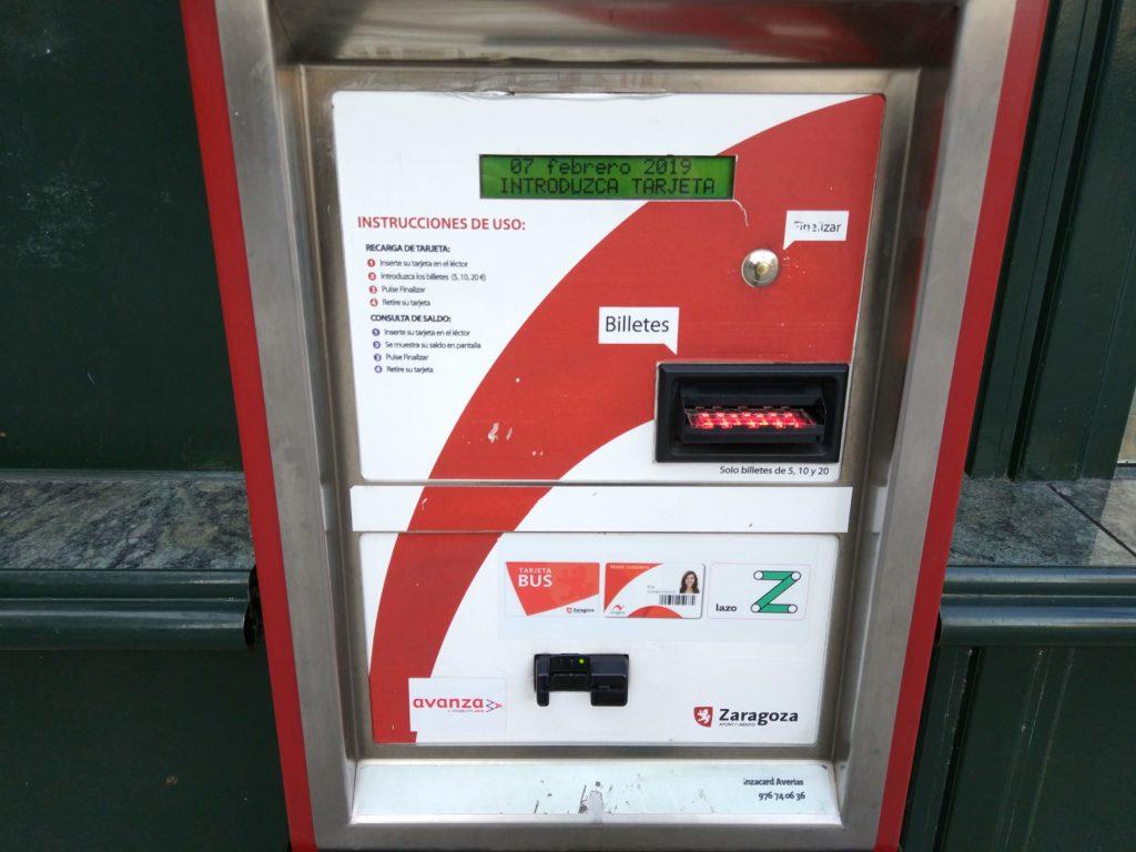 Moverte en autobús por Zaragoza - Hay máquinas, quioscos, tiendas y centros comerciales donde puedes recargar tu Tarjeta Bus, Lazo, Ciudadana o InterBUS