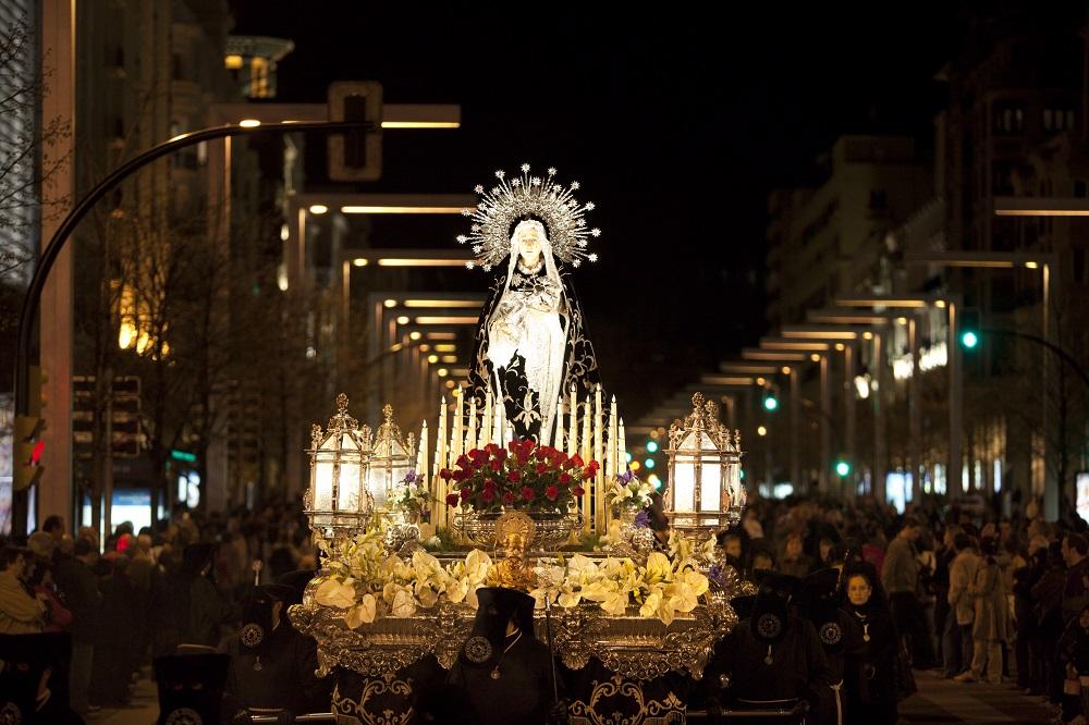 Procesión del Santo Entierro - Foto de Turismo de Aragón - Paso de la Virgen de los Dolores de la Hermandad de San Joaquín y de la Virgen de los Dolores en Semana Santa en Zaragoza