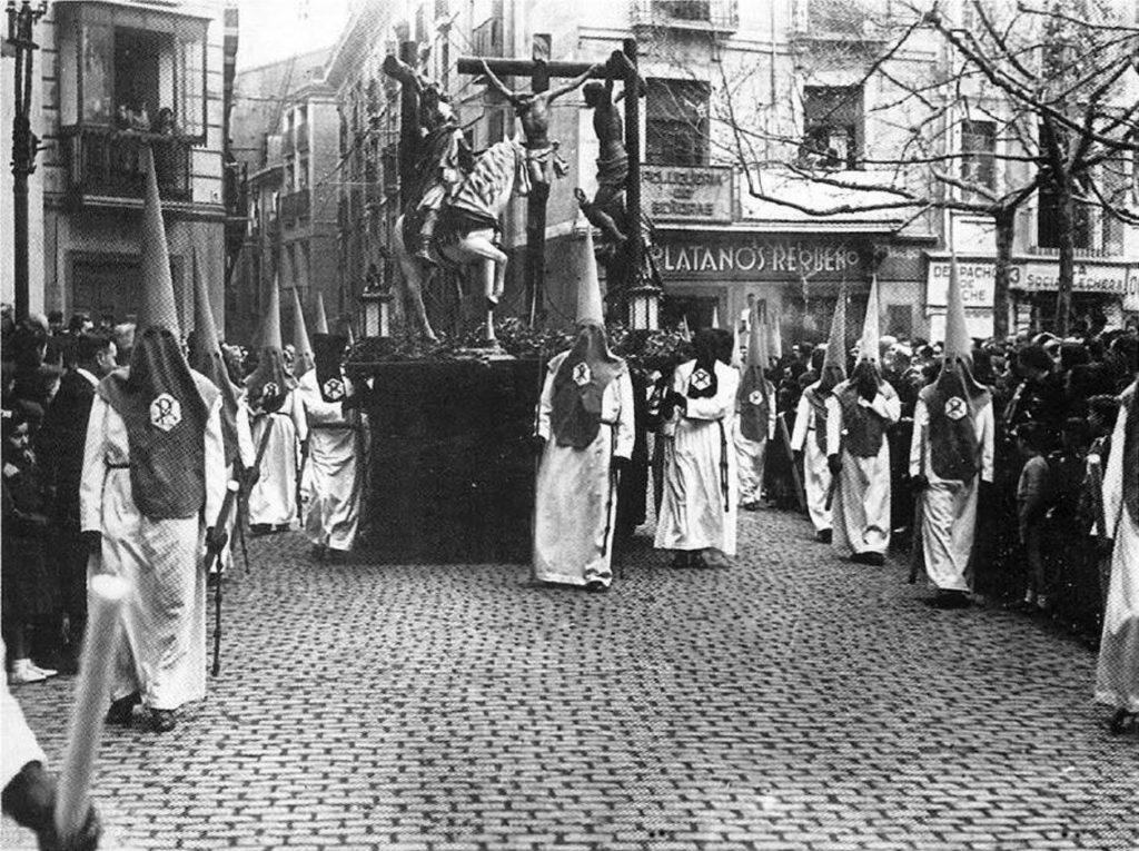 Programa de Semana Santa en Zaragoza 2019 - Foto de Gran Archivo Zaragoza Antigua - Semana Santa 1940 Plaza del Justicia