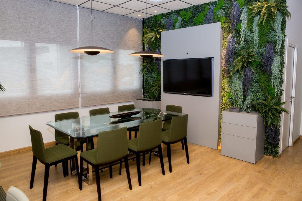 Decoración de interiores en Zaragoza - Un safari en el despacho, rústico salvaje y místico, transmitiendo elegancia, sobriedad y masculinidad, trabajo realizado por Angélica Escolano