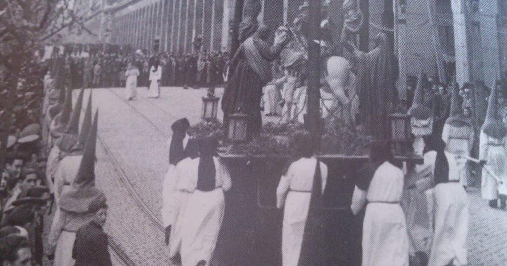 Tercerol - Prenda distinta del capirote (no lleva) que se vestían los ganaderos y aagricultores que cargaban con los pasos de Semana Santa en Zaragoza