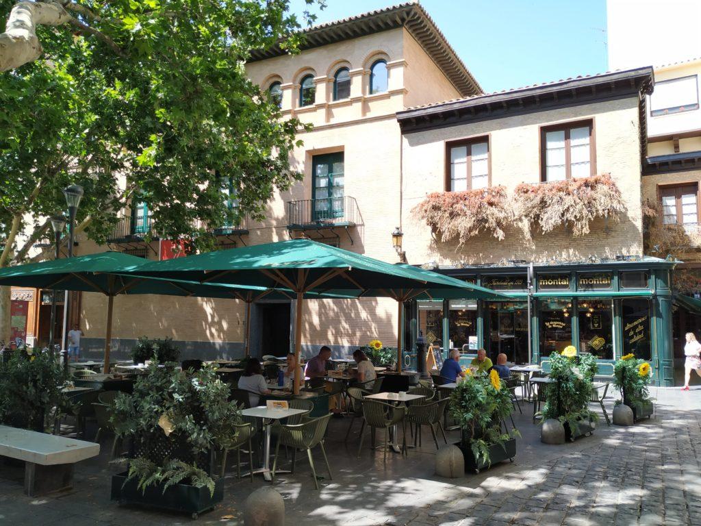 La Terraza de Casa Montal, ideal para echar el vermú, comer, cenar e incluso unas copas o vinos