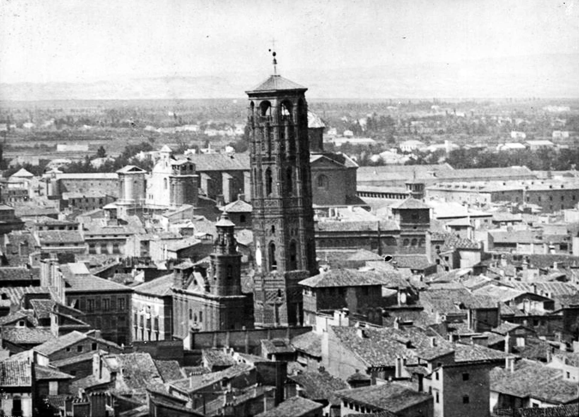 Foto de Archivo Histórico de la Provincia de Zaragoza - Estudio Coyne - 1892 - Vista de la Torre Nueva y de la Iglesia de San Felipe