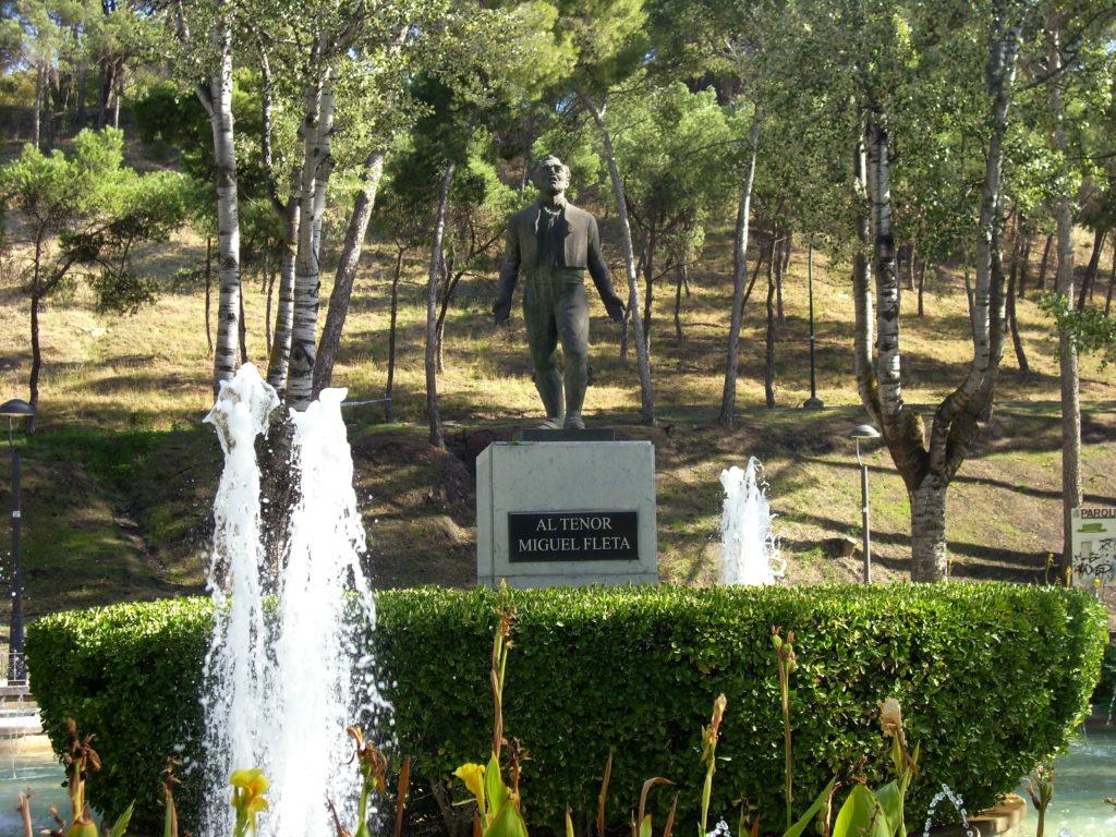 Estatua al Tenor Miguel Fleta en el Parque Grande de Zaragoza
